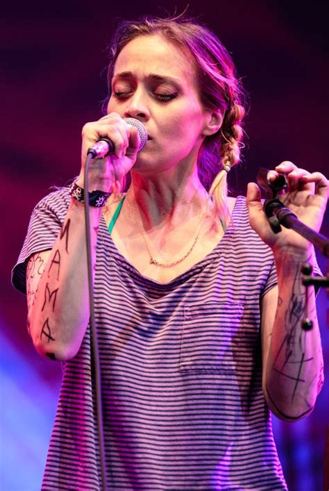 """Fiona Apple's Comeback in Acclaimed """"Fetch the Bolt"""